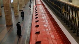 Станция московского метро в период пандемии коронавируса