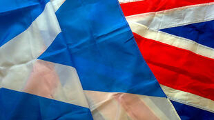 Le «sautoir» écossais et le Union Flag du Royaume-Uni.