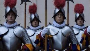 """O documentário """"O menor exército do mundo"""", de Gianfranco Pannone, é o primeiro filme produzido pelo Vaticano."""