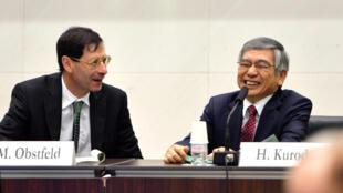 Maurice Obstfeld, nouveau chef économiste du FMI et Haruhiko Kuroda, gouverneur de la banque du Japon, en 2013.