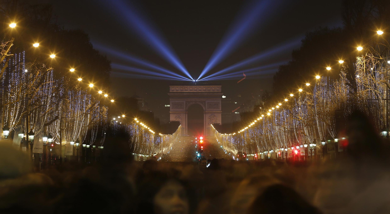 Khải Hoàn Môn và đại lộ Champs Elysées, Paris, đêm 31/12/2014