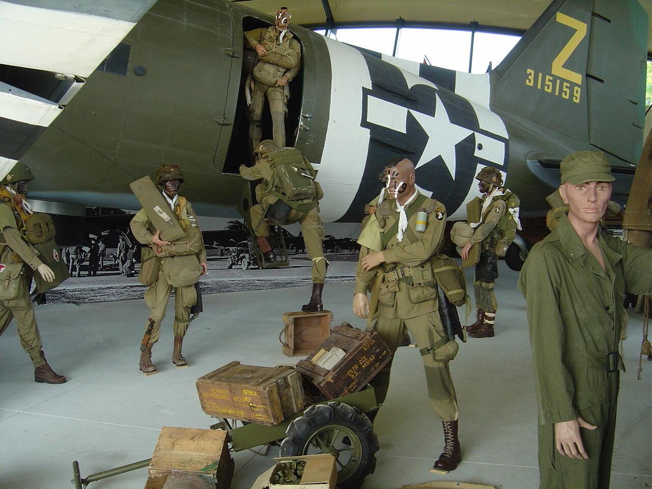 В Музее парашютно-десантных войск городка Сент-Мер-Эглиз