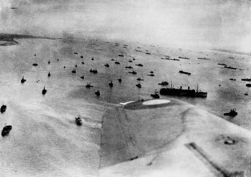 Ngày 06/06/1944, khoảng 130.000 binh sĩ Anh, Mỹ và Canada đổ bộ lên các vùng bờ biển Normandie.
