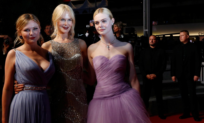 『牡丹花下』女主角妮可基德曼和剧组其他演员登场亮相