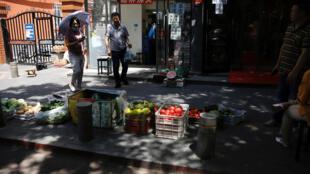 疫情中国 北京市民被允许广摆地摊 2020年6月5日