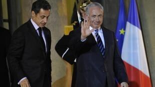 Nicolas Sarkozy et Benyamin Netanyahu à la sortie de l'Elysée, le 11 novembre 2009.