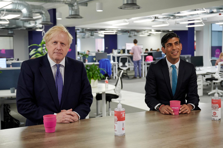 នាយករដ្ឋមន្ត្រីអង់គ្លេស Boris Johnson និងរដ្ឋមន្ត្រីក្រសួងហិរញ្ញវត្ថុ Rishi Sunak