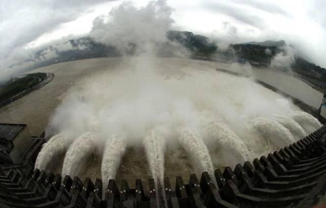中國南方水災泛濫,三峽大壩再受關注。