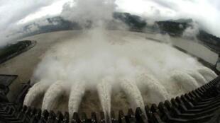 中國南方水災泛濫,三峽大壩安全否再受關注。