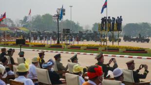 Birmanie parade militaire