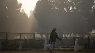 En Inde où la pollution est omniprésente, des militants écologistes du site internet Fridays for future ont été arrêtés pour «terrorisme» avant que le police ne retire finalement la plainte. (photo d'illustration)