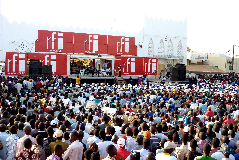 Le public rassemblé sur la Place de la gare à Bobo-Dioulasso