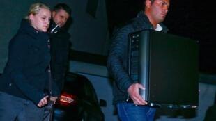 Policiais recolheram computador da casa dos pais de Andreas Lubitz, em Montabaur.