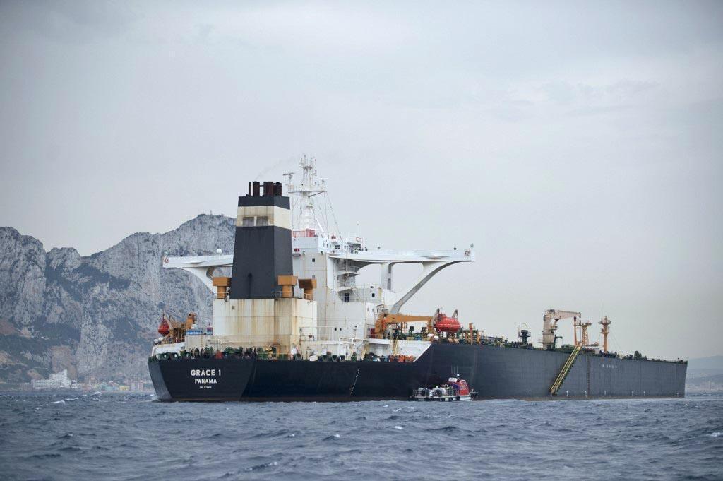 """عکس در تاریخ ۶ ژوئیه ٢٠۱٩ گرفته شده؛ نفتکش ایرانی """"گریس ١"""" را در سواحل جبلالطارق نشان میدهد."""