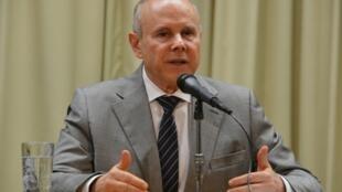Para acalmar mercados, o ministro da Fazenda, Guido Mantega, deve anunciar cortes de 16 bilhões de reais no Orçamento nos próximos dias.