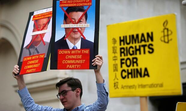 Biểu tình phản đối chính quyền Trung Quốc tại Luân Đôn, tháng 10/2015, sau vụ hơn 100 luật sư bị bắt (Ảnh minh họa).