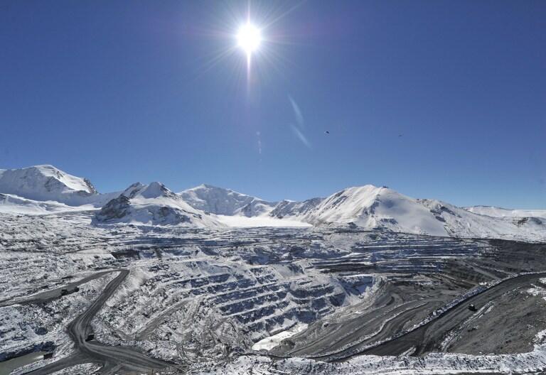 Vue de la mine de Kumtor, Kirghizstan.