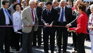 2010年5月,夏鬥湖市市長讓 弗朗索瓦-邁耶與中國國家主席胡錦濤為夏鬥湖一個展覽會剪綵。