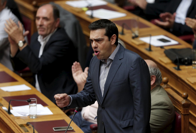Primeiro-ministro Alexis Tsipras durante sessão no parlamento grego.