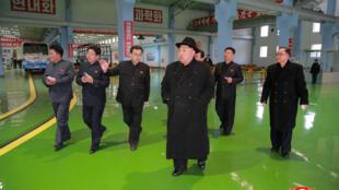 O líder norte-coreano Kim Jong Un, em foto divulgada pela agência oficial KCNA em fevereiro