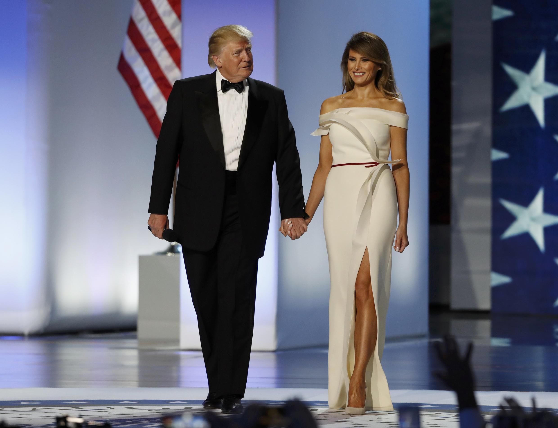 Bà Melania Trump cùng chồng đến dự buổi dạ vũ Liberty tại Washington tối 20/01/2017.