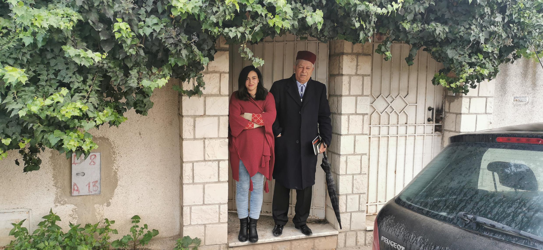Asma et son beau-père Mohamed, à Tunis le 12 janvier 2021.