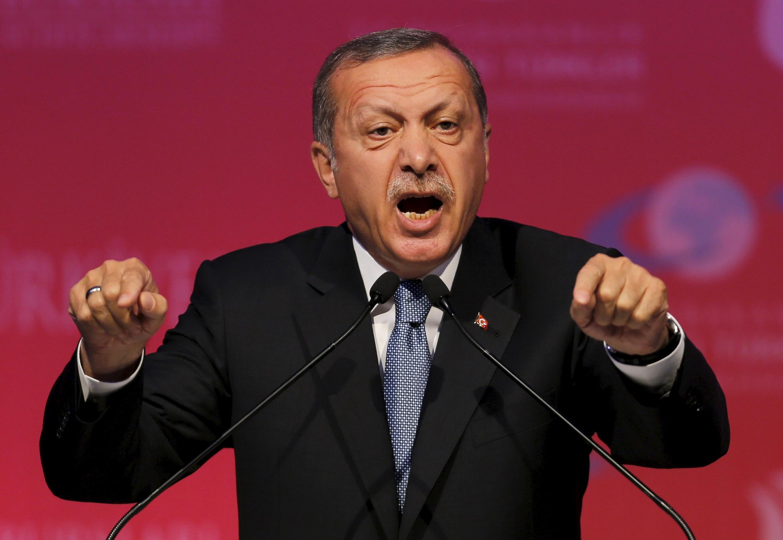 Waziri mkuu wa Uturuki Recep Tayyip Erdogan akisema hatokubaliana na mashambulizi ya kundli la Wakurdi la PKK na IS kufanya mashambulizi nchini mwake.
