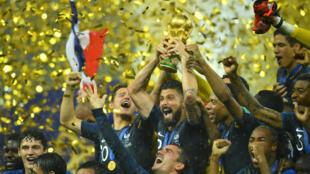 """Сборная Франции на стадионе """"Лужники"""" после победы над Хорватией"""