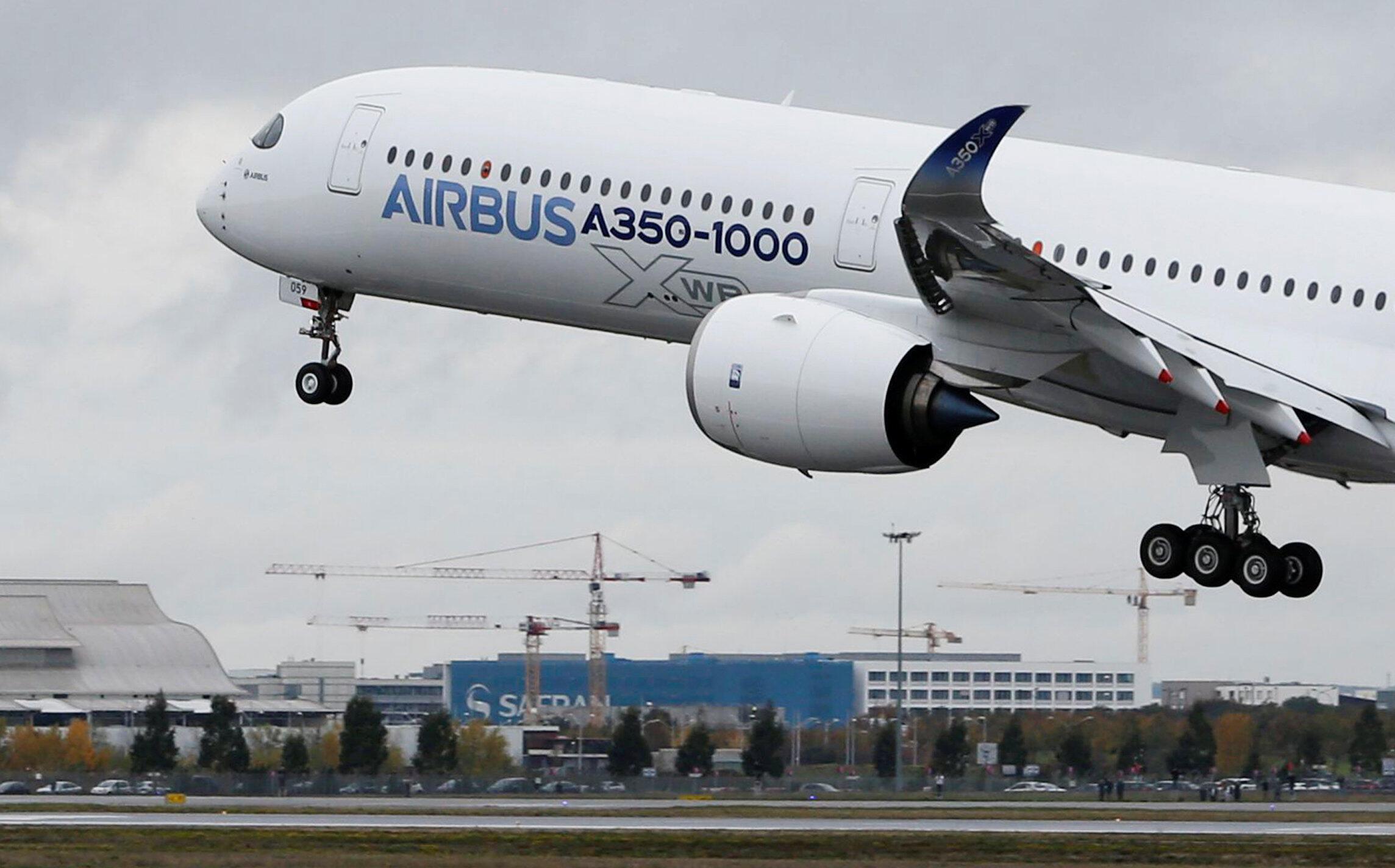 Лайнер Airbus A350-1000 в Тулузе 24 ноября 2016
