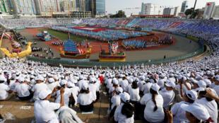 Les Cambodgiens commémorent au Stade olympique de Phnom Penh les 40 ans de la chute du régime khmer, le 7 janvier 2019.