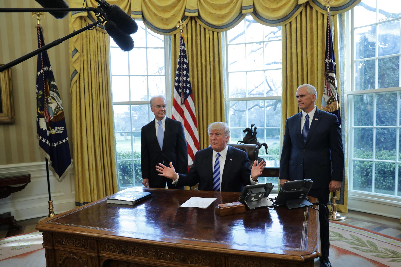 撤回医保草案后,美国总统特朗普在白宫椭圆形办公室发表讲话,2017年3月24日。