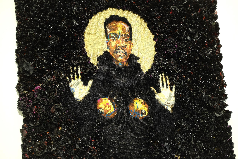 Un autoportrait en tapisserie de l'artiste sud-africain Athi-Patra Ruga dans « Art/Afrique, le nouvel atelier ».
