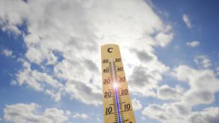 Le réchauffement climatique, combiné à des phénomènes naturels tel que le courant El Niño, devrait produire des moyennes de températures très élevées en 2015 et en 2016, selon le Met Office.