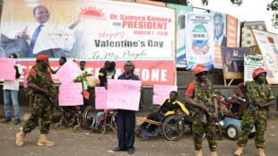 Wanajeshi wakitoa ulinzi mjini Freetown kuelekea uchaguzi wa duru ya pili siku ya Jumamosi, 26.03.2018