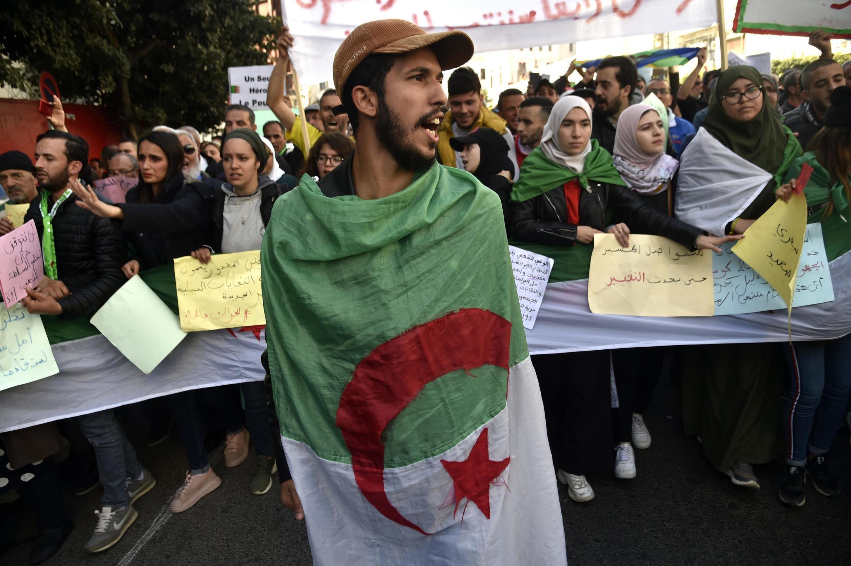 Des étudiants algériens manifestent le 18 février 2020 à Alger.