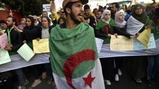 Des étudiants algériens manifestent le 18 février 2020 à Alger, la capitale, quelques jours avant le premier anniversaire du mouvement du « Hirak ».