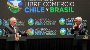 Os presidentes do Brasil, Michel Temer, e do Chile, Sebastián Piñera, durante assinatura do acordo em Santiago