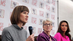 ( Theo thứ tự từ bên trái ):  Rachel Crooks, Jessica Leeds và Samantha Holvey họp báo đòi Quốc Hội mở điều tra Donald Trump vì hành vi quấy rối tình dục, ngày 11/12/2017 tại Manhattan, New York.