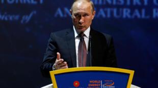 Le président russe Vladimir Poutine au  23e congrès mondial de l'énergie à Istanbul, le 10 octobre 2016.