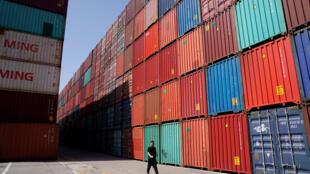 圖為上海港集裝箱碼頭