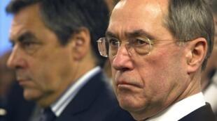 O ministro do Interior, Claude Guéant, fecha o cerco contra os imigrantes na França.
