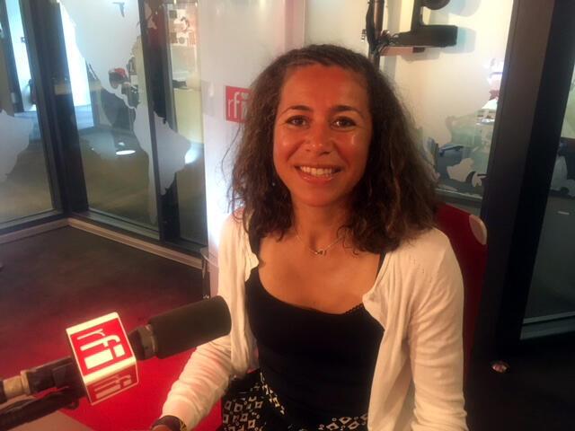 A escritora, editora e tradutora, Paula Anacaona.