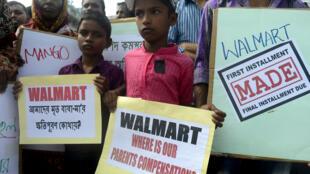 Les enfants des victimes de l'effondrement du Rana Plaza demandent à l'Américain Walmart d'indemniser leurs parents deux ans après la catastrophe.