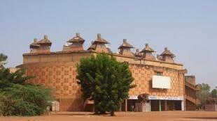 La Maison du peuple, à Ouagadougou où se sont rassemblées plusieurs organisations de la société civile pour dénoncer l'impunité au Burkina Faso.