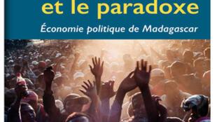 Couverture du livre «L'énigme et le paradoxe» de Mireille Razafindrakoto, F.Roubaud et Jean-Michel Wachsberger (capture d'écran).