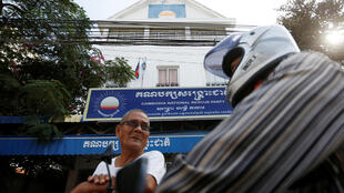 Men stand in front of the Cambodia National Rescue Party (CNRP) headquarters in Phnom Penh, Cambodia, November 17, 2017.