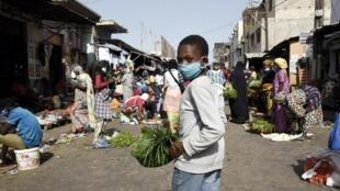 Portar tapabocas es obligatorio en Senegal desde el 19 de abril de  2020.