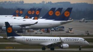 Greve dos pilotos da companhia aérea alemã Lufthansa que cancelou cerca de 1.350.