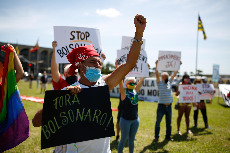 Protesta contra el presidente brasileño Jair Bolsonaro y su manejo de del covid-19, en Brasilia, el 31 de enero de 2021