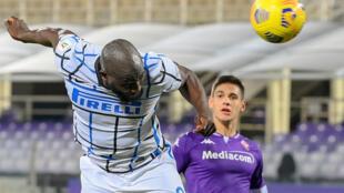 L'attaquant belge de l'Inter Milan, Romelo Lukaku, marque le but vainqueur en prolongation (2-1) contre la Fiorentina, lors du 8e de finale de la Coupe d'Italie, le 13 janvier 2021 à Florence
